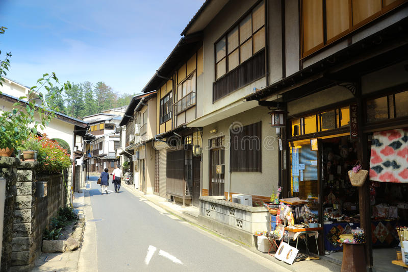 De mensen bezoeken giftwinkels in Miyajima royalty-vrije stock foto's