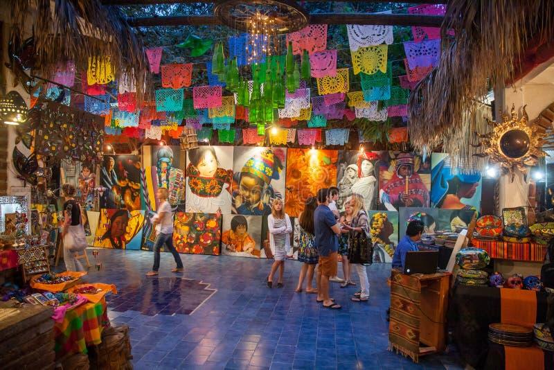 De mensen bezoeken kunst en herinneringsgalerij in San Jose Del Cabo, Mexi stock afbeelding