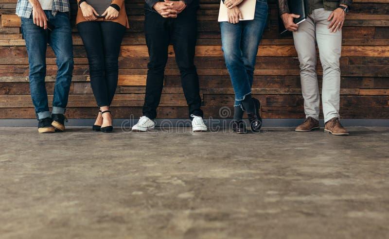 De mensen die op baan wachten interviewen stock afbeelding