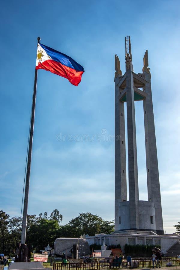 2,2018 de Mensen die van februari rond de Herdenkingscirkel van Quezon, Quezon-Stad, Metro Manilla lopen stock fotografie