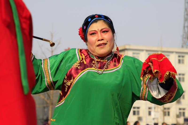 De mensen dragen kleurrijke kleren, de prestaties van de yangkodans in s stock foto