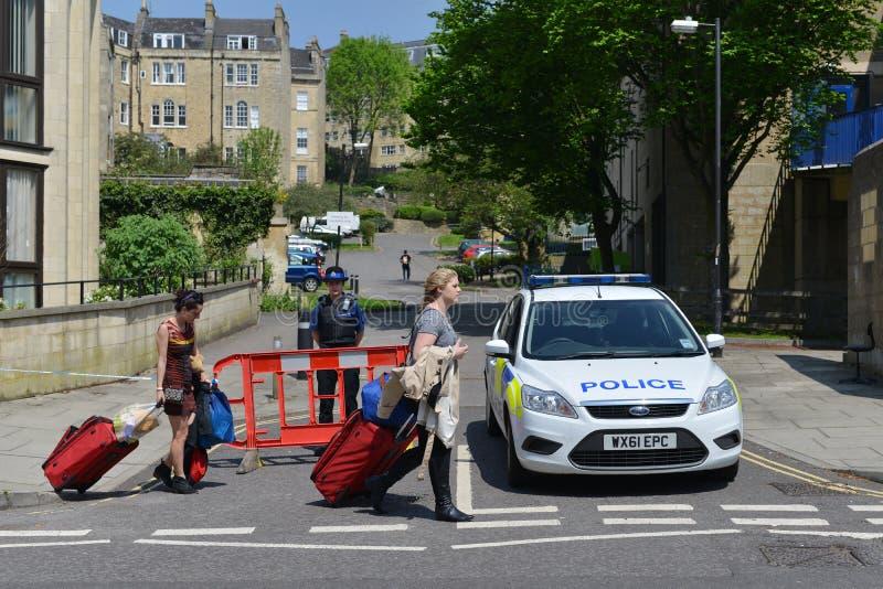 De mensen evacueren Huizen nadat de Bom in Bad Engeland vindt stock afbeeldingen