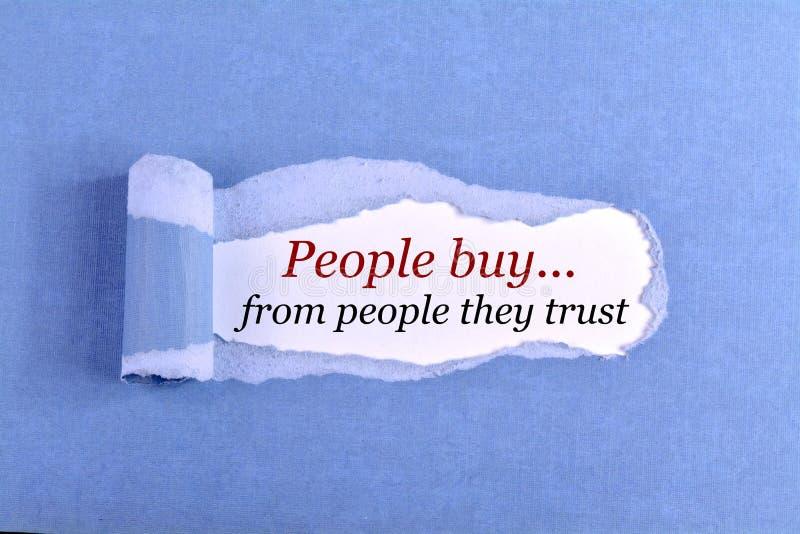 De mensen kopen van mensen die zij hebben vertrouwd op stock foto