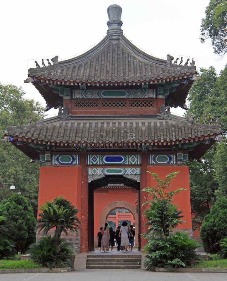 De mensen lopen door park in Chengdu, China stock fotografie