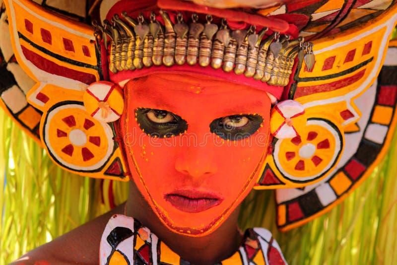 De mensen met verschillende kostuums neemt aan Atha deel chamayam bij kochi royalty-vrije stock afbeelding