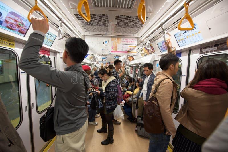 de mensen in Metro van Tokyo gaan over royalty-vrije stock afbeelding