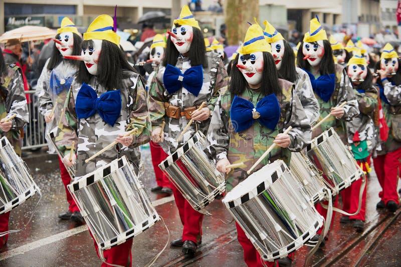De mensen nemen aan Bazel Carnaval in Bazel, Zwitserland deel stock afbeelding