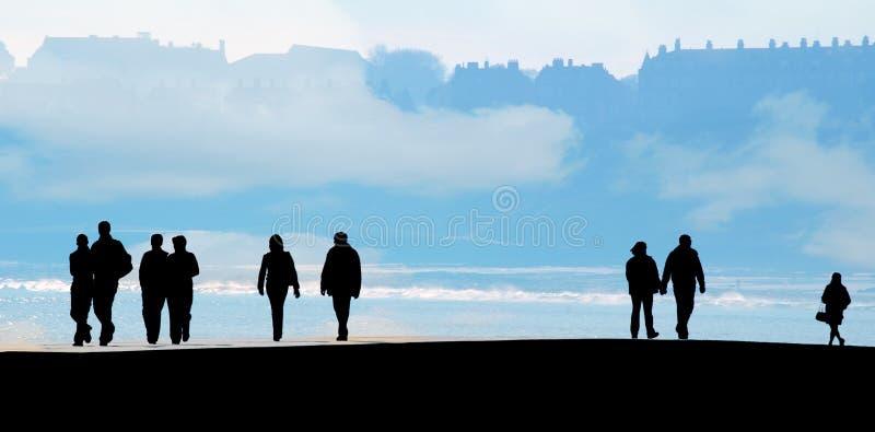 De mensen silhouetteren met wolken royalty-vrije stock afbeeldingen