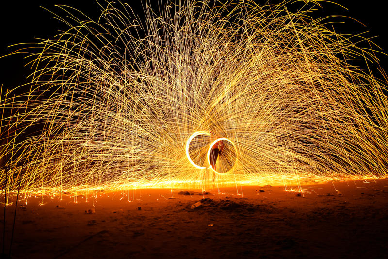 De mensen spinnen brand stock fotografie