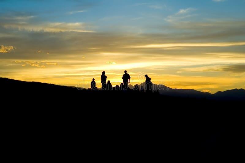 De mensen van de berg silhouetteren royalty-vrije stock afbeelding