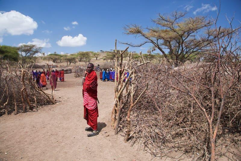 De mensen van Maasai en hun dorp in Tanzania, Afrika royalty-vrije stock foto's