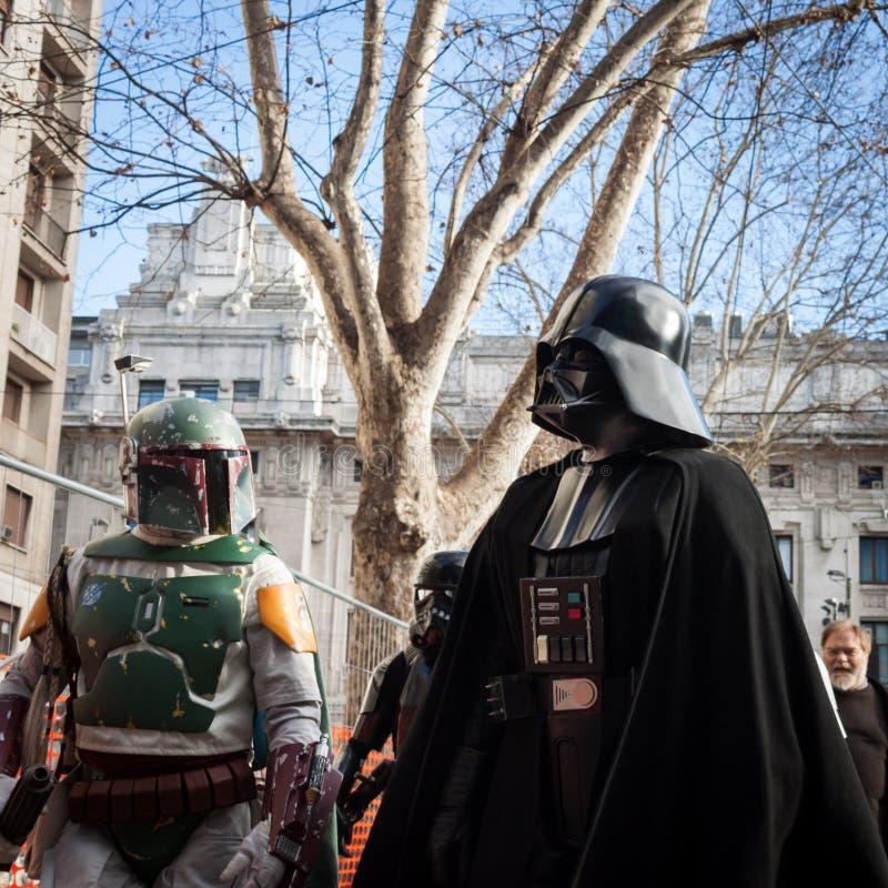 De mensen van 501ste Legioen nemen aan de Star Wars-Parade in Milaan, Italië deel royalty-vrije stock foto's