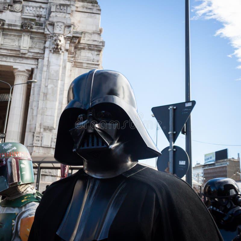 De mensen van 501ste Legioen nemen aan de Star Wars-Parade in Milaan, Italië deel royalty-vrije stock afbeeldingen
