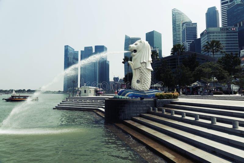 De Merlion-fontein in Singapore stock afbeelding