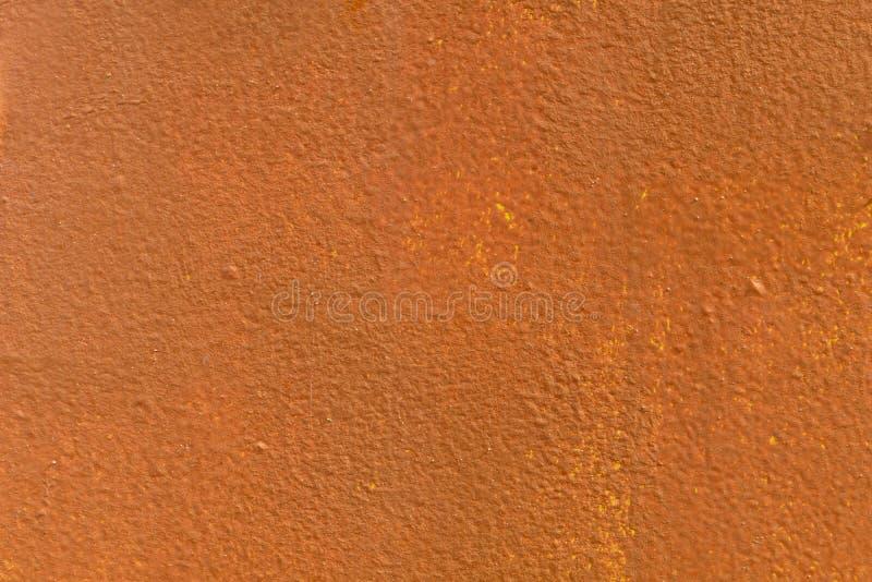De metaalmuren zijn geschilderde oranje en gele verf royalty-vrije stock afbeelding