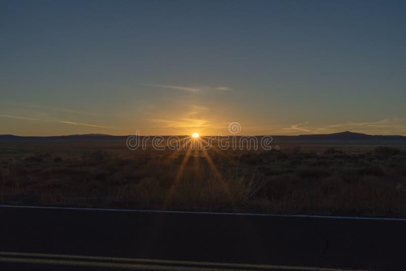 De Meteoorkrater Winslow Arizona van zonsondergangoustide stock foto's