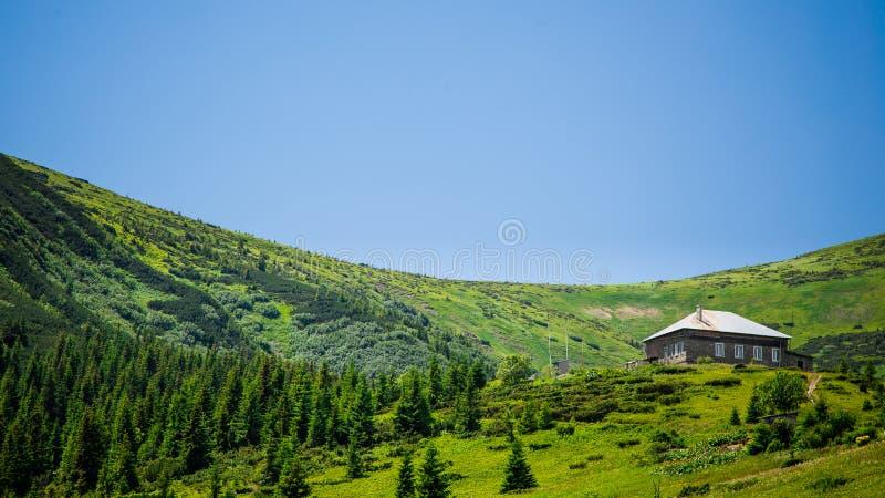 De meteorologische post is hoog in de bergen royalty-vrije stock afbeeldingen