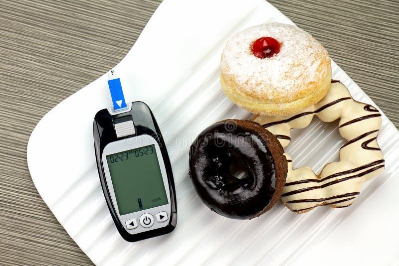 De meting van de bloedsuiker, Diabetesuitrusting, de metertest van de Bloedglucose stock foto's