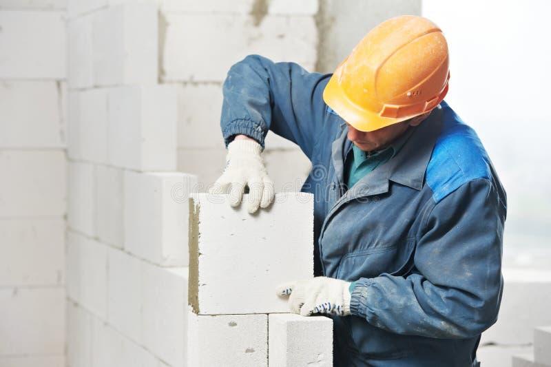 De metselaar van de de metselaararbeider van de bouw stock afbeeldingen