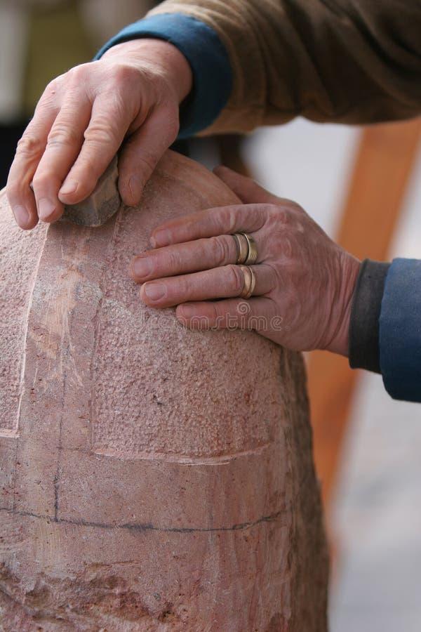 De metselaar van de steen het werken stock afbeeldingen