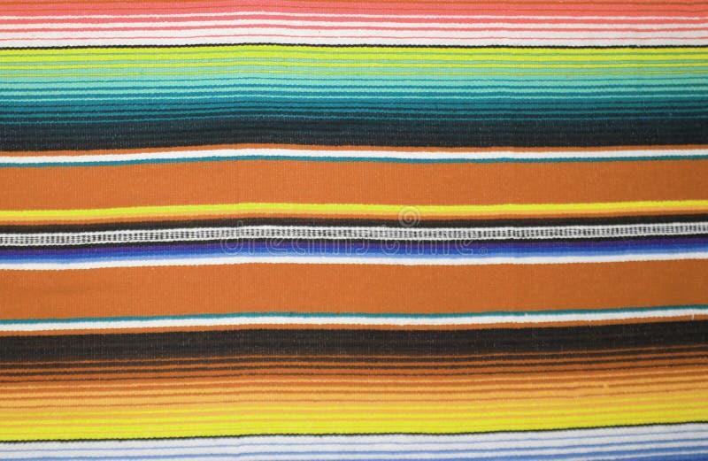 De Mexicaanse achtergrond van de de ponchofiesta poncho van de achtergrond algemene cincode Mayo Mexico traditionele deken met st stock foto