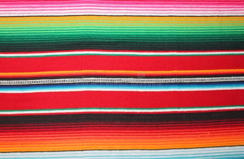 De Mexicaanse achtergrond van de de ponchofiesta poncho van de achtergrond algemene cincode Mayo Mexico traditionele deken met st royalty-vrije stock afbeelding