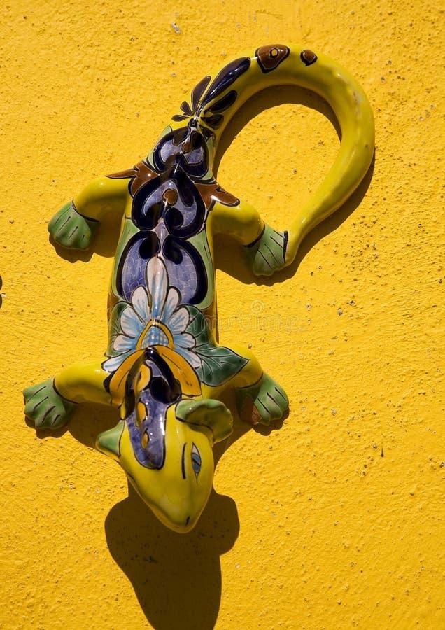 De Mexicaanse Ceramische Gele Muur Guanajuato van de Hagedis stock fotografie