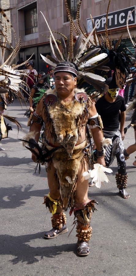 De Mexicaanse danser draagt pre Spaanse custume royalty-vrije stock afbeeldingen