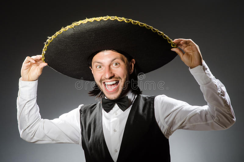 De Mexicaanse die mens draagt sombrero op het wit wordt geïsoleerd stock foto's