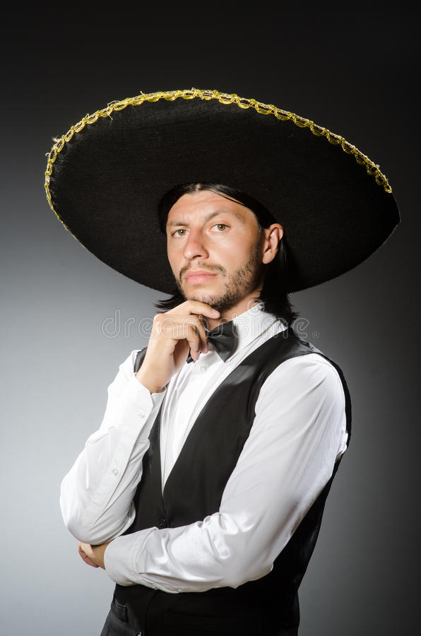 De Mexicaanse die mens draagt sombrero op het wit wordt geïsoleerd royalty-vrije stock afbeeldingen