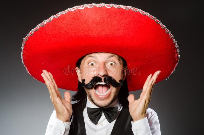 De Mexicaanse mens draagt sombrero op het wit stock foto