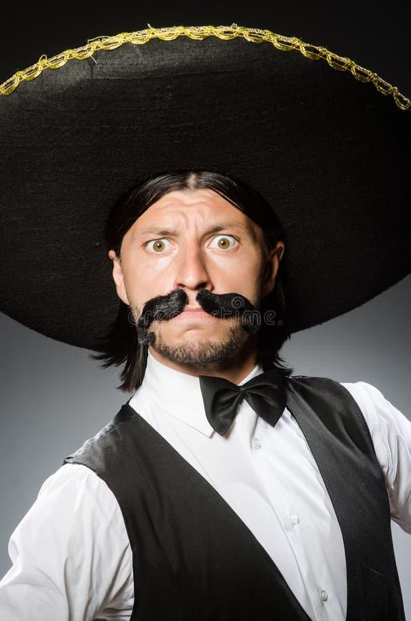 De Mexicaanse mens draagt sombrero op het wit royalty-vrije stock foto's
