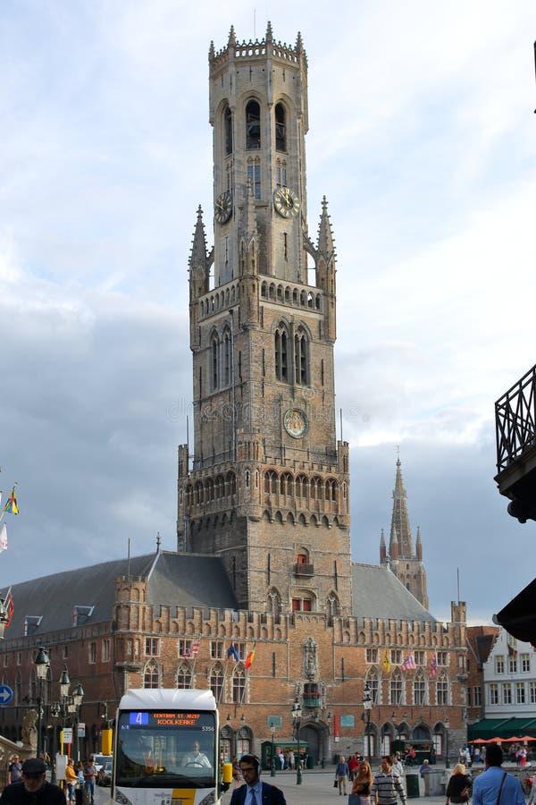 De middeleeuwse bestelwagen Brugge van Belfort van de klokketorenklokketoren royalty-vrije stock fotografie
