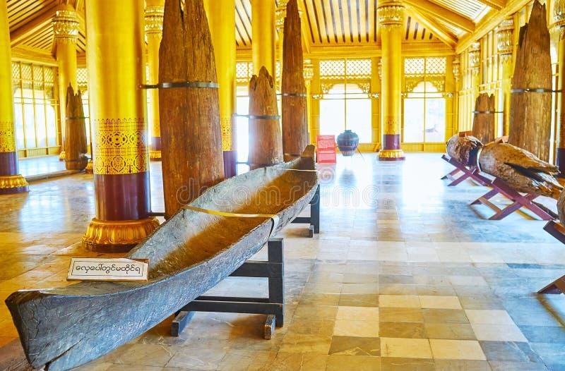 De middeleeuwse kajak in het Gouden paleis van Kanbawzathadi, Bago, Myanmar stock foto