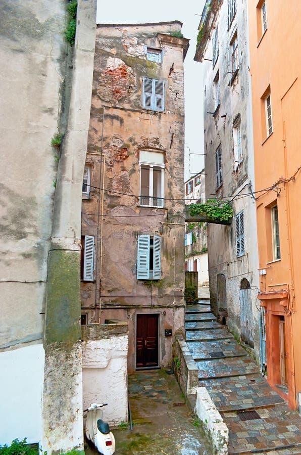Download De middeleeuwse steeg stock foto. Afbeelding bestaande uit trap - 39101388