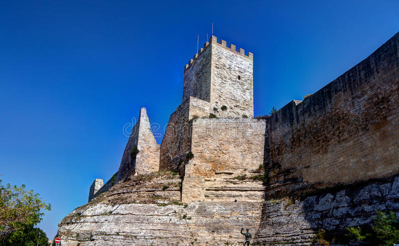 De middeleeuwse vesting van castellodi Lombardia, Enna, Sicilië, Italië royalty-vrije stock foto