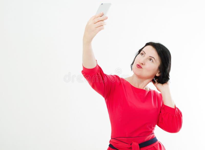 De midden oude donkerbruine vrouw maakt selfie, selfie-als portret royalty-vrije stock fotografie