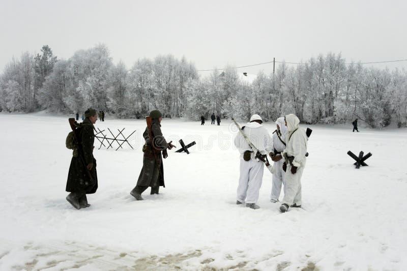 De militair-historische wederopbouw de 'Doorbraak van de blokkade van Leningrad op het gebied van Nevskaya Dubrovka 'was gehouden stock foto's