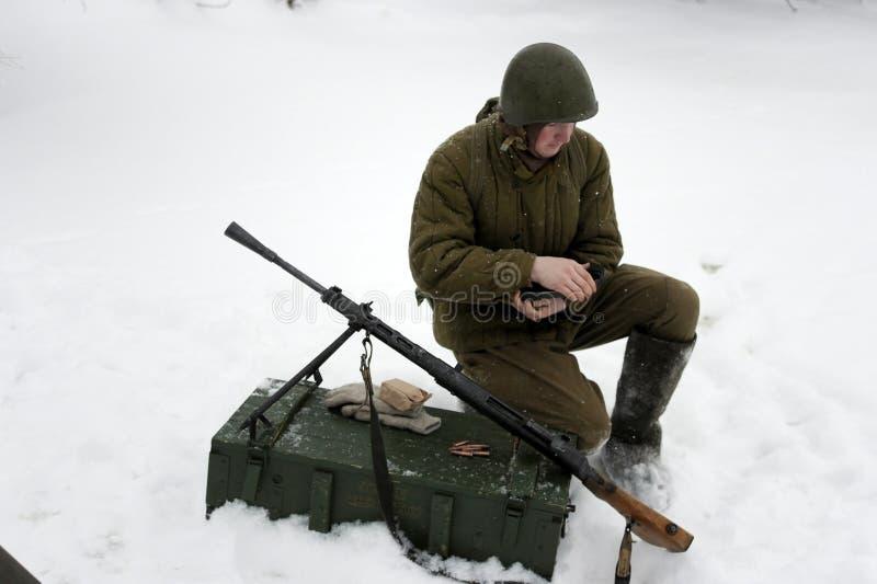 De militair-historische wederopbouw de 'Doorbraak van de blokkade van Leningrad op het gebied van Nevskaya Dubrovka 'was gehouden stock fotografie
