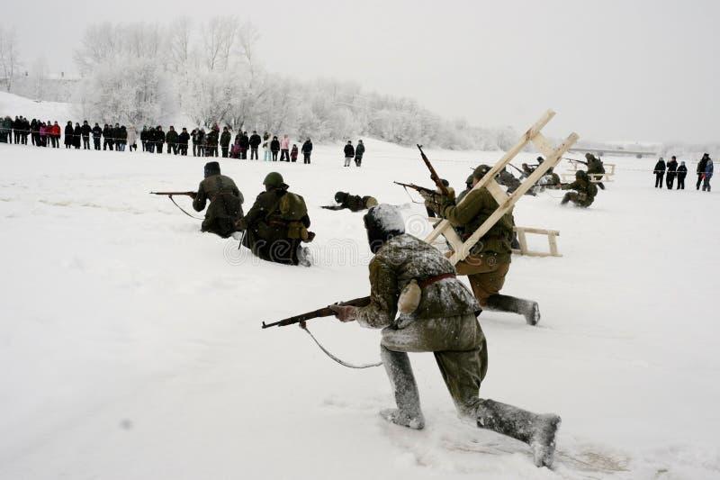 De militair-historische wederopbouw de 'Doorbraak van de blokkade van Leningrad op het gebied van Nevskaya Dubrovka 'was gehouden stock afbeeldingen