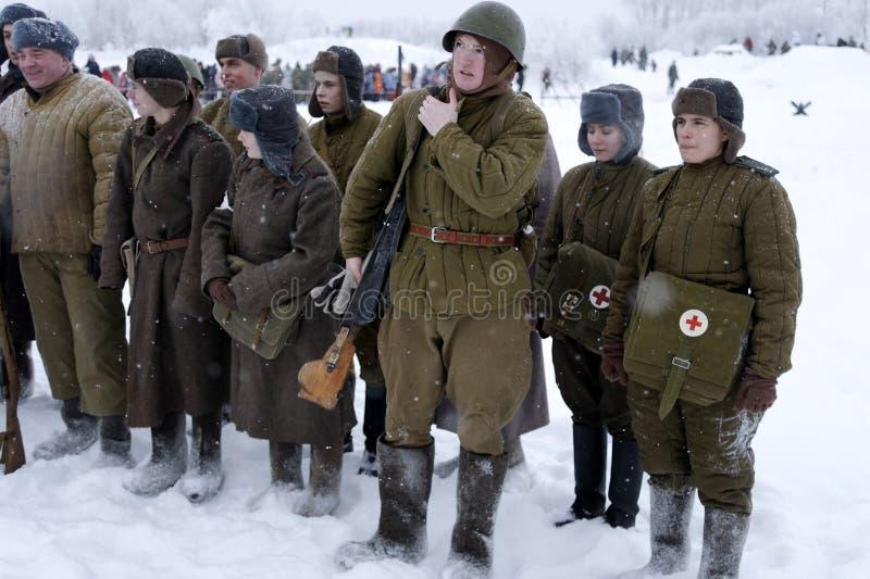 De militair-historische wederopbouw de 'Doorbraak van de blokkade van Leningrad op het gebied van Nevskaya Dubrovka 'was gehouden royalty-vrije stock afbeelding
