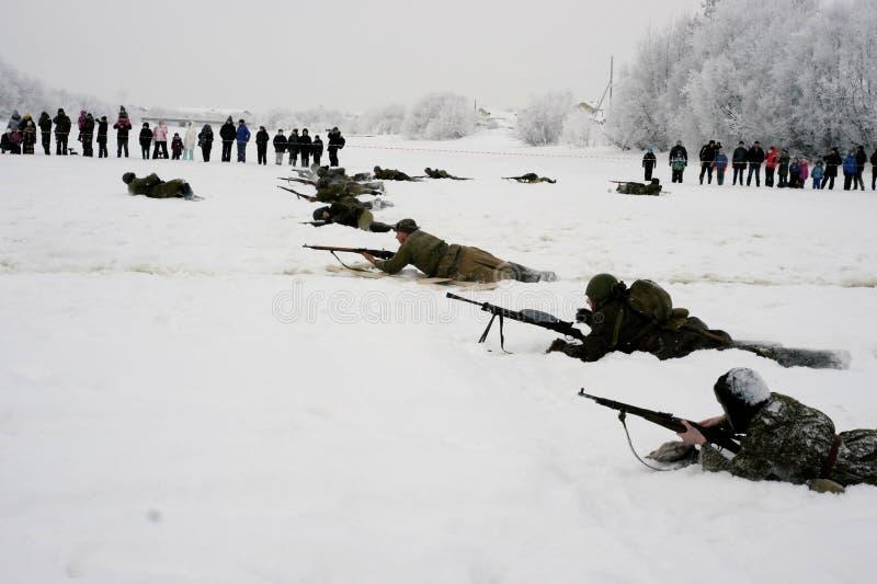 De militair-historische wederopbouw de 'Doorbraak van de blokkade van Leningrad op het gebied van Nevskaya Dubrovka 'was gehouden stock foto