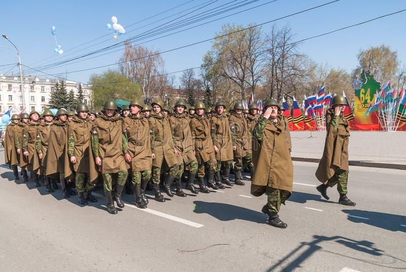 De militaire rij maart van de kracht eenvormige militair royalty-vrije stock foto's
