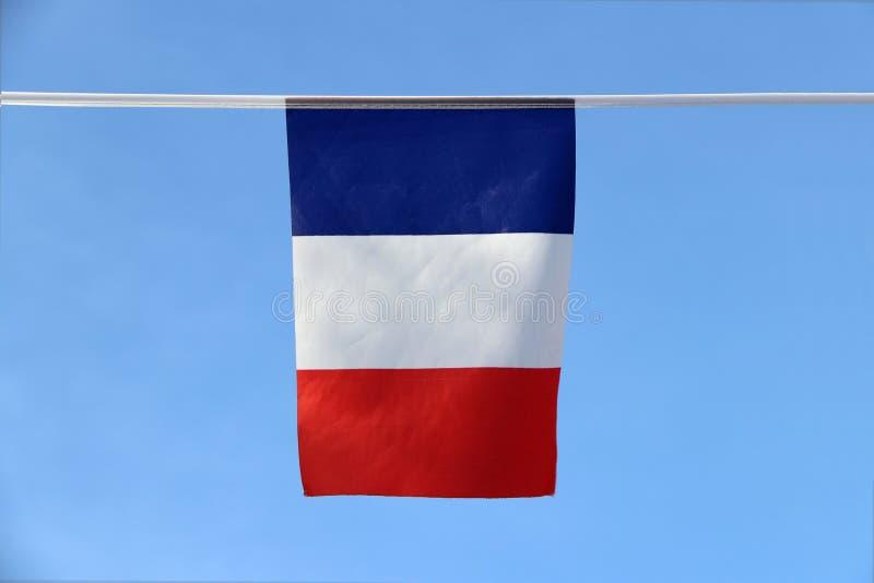 De minivlag van het stoffenspoor van Frankrijk het een tricolorvlag die drie verticale banden kenmerken is kleurde blauwe wit en  royalty-vrije stock afbeelding