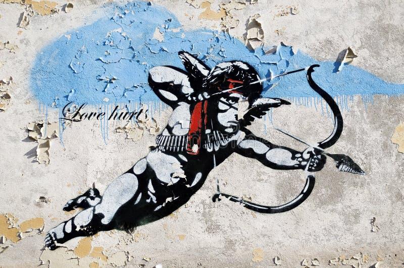 De minnaar kwetst straatkunst in Berlijn stock afbeeldingen