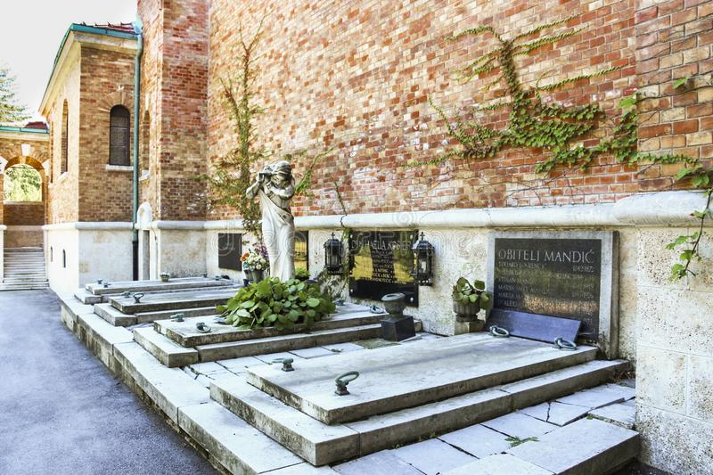 De Mirogojbegraafplaats is een opmerkelijk oriëntatiepunt in de stad van Zagreb waar beroemde Croatians aan rust wordt gelegd stock fotografie