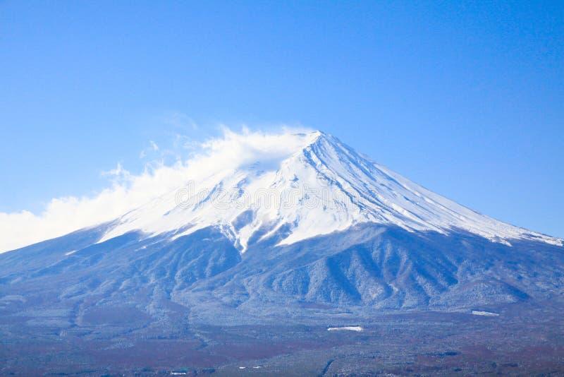 De mist en de sneeuw op Fujiyama stock afbeeldingen
