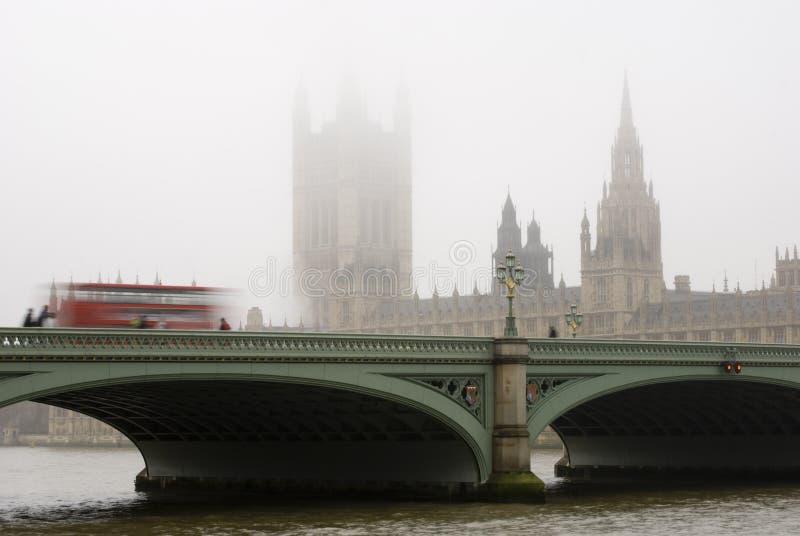 De mistige dag van Westminster stock afbeeldingen
