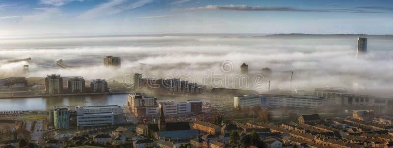 De mistige Stad van Swansea stock fotografie