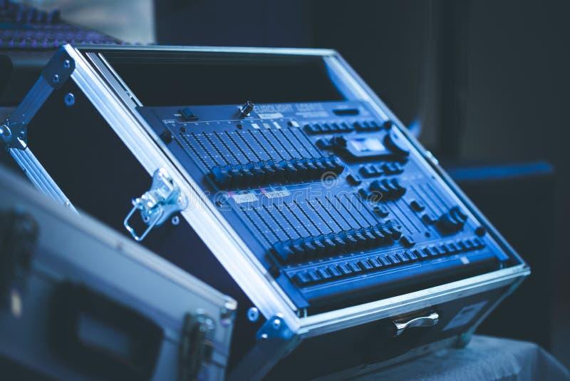 De mixerbureau van de geluidsopnamestudio: professionele muziekproductie stock fotografie